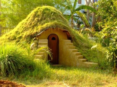 Comment construire une maison dôme en sacs de terre pour 300 €