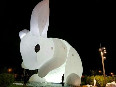 Des lapins géants en balade autour du monde